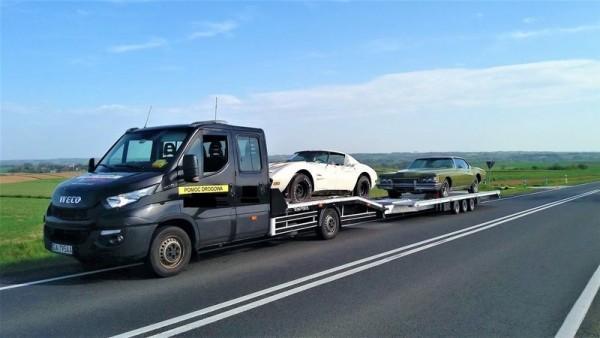 samochody osobowe w transporcie na lawecie