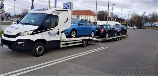 auta w transporcie na lawecie